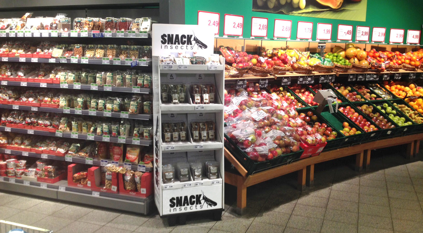 Snack-Insects_Standdisplay_im_Supermarkt