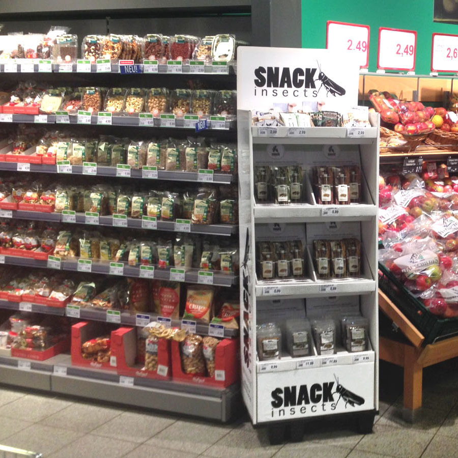 Snack-Insects_Standdisplay_im_Supermarkt_FB