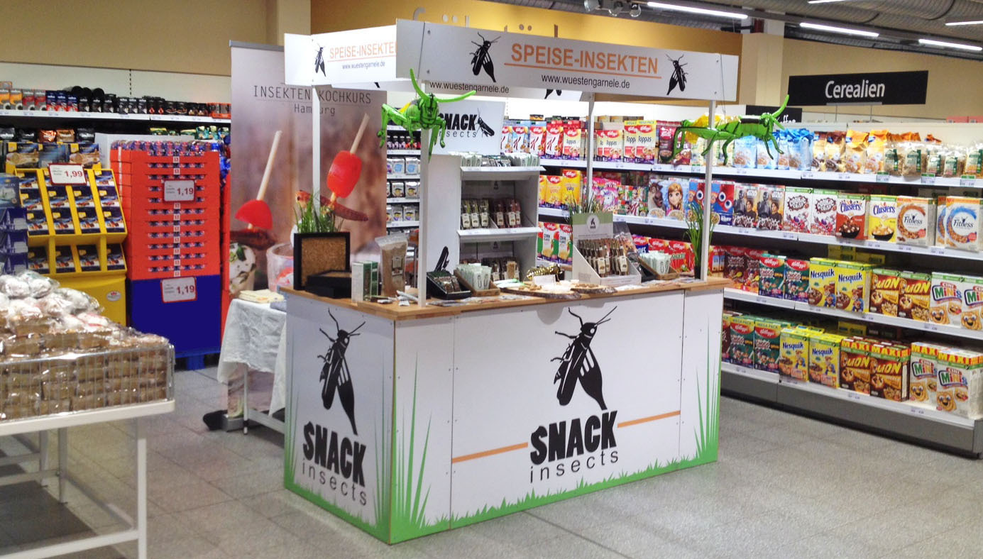 Snack-Insects_2_Verkostungsaktion_im_Supermarkt_mit_essbaren_Insekten