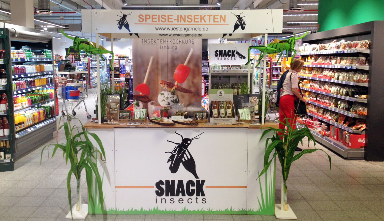 Snack-Insects_essbare_INsekten_zum_Verkosten_-_Supermarkt_Aktion_in_Deutschland